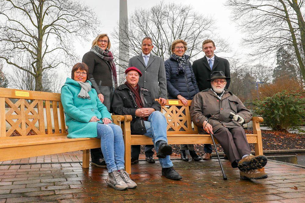 """""""Volks-Bänke"""" im Namen der 50-jährigen Jubilare für Westfalenpark"""